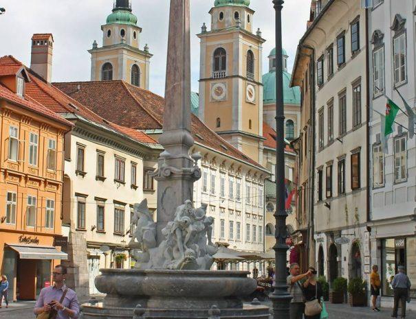 Robba-szökőkút, Ljubljana