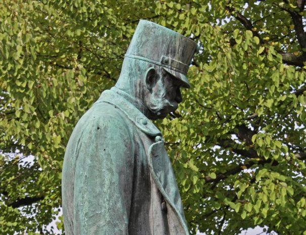 Ferenc József szobra a Burggartenben