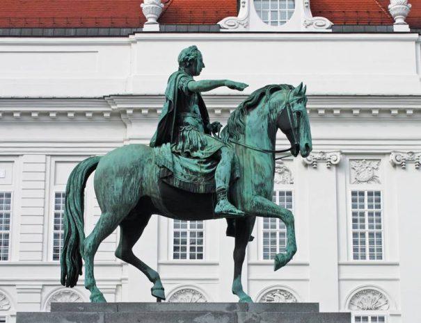 II. József lovasszobra a Josefsplatzon