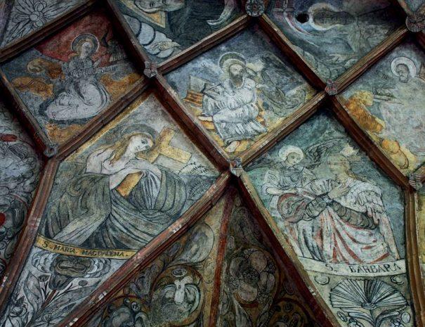 Freskók a csíkménasági templomban