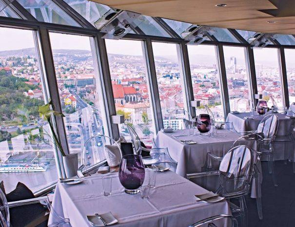 Étterem az Új híd tetején
