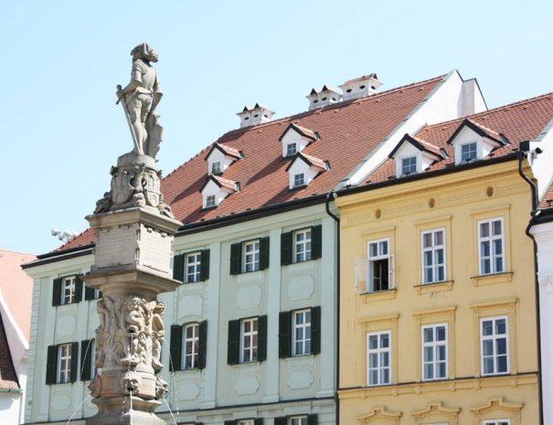 Roland-kút a főtéren