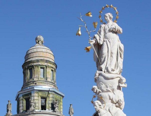 Mária alakja a temesvári városháza előtt